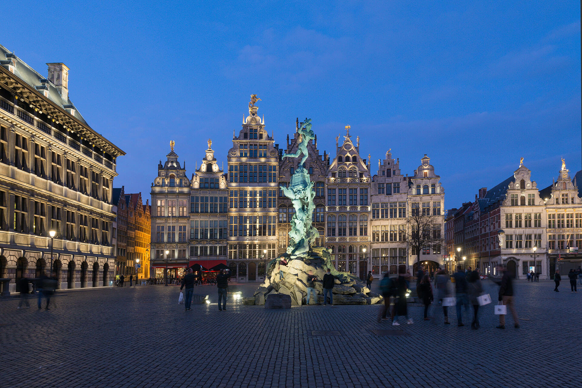 Grote Markt, the heart of Antwerp city centre, is an attractive space thanks to a new lighting scheme
