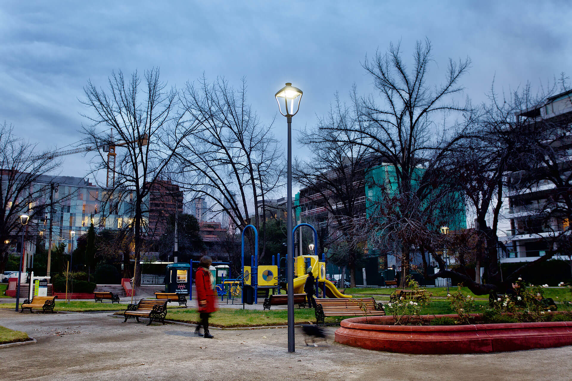 Stylage LED luminaires enhance the parks of Vitacura during the day for a more pleasant landscape