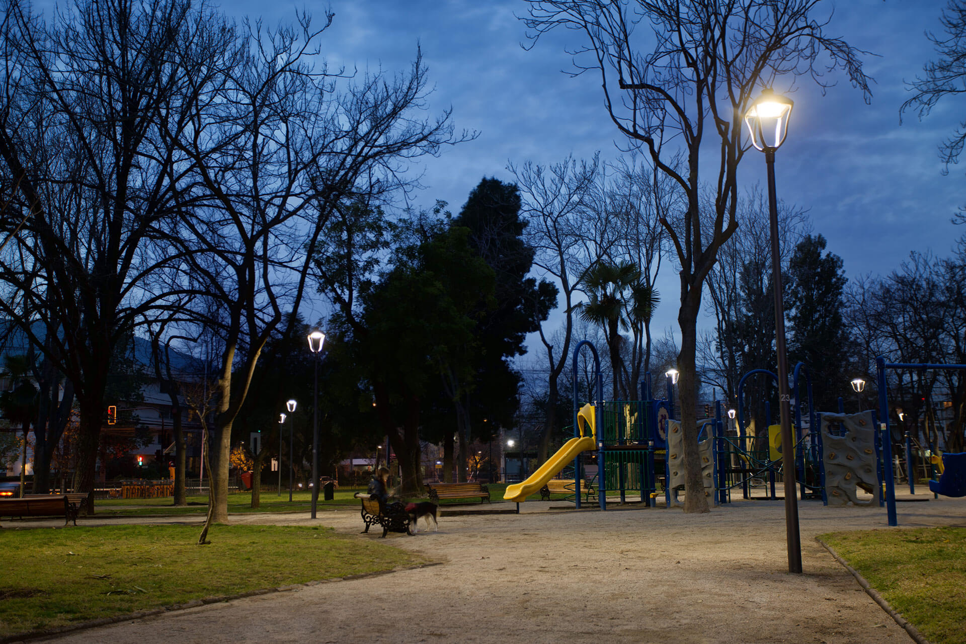 Stylage LED luminaires have improved visibility in the parks of Vitacura so that residents feel much safer and more at ease at night