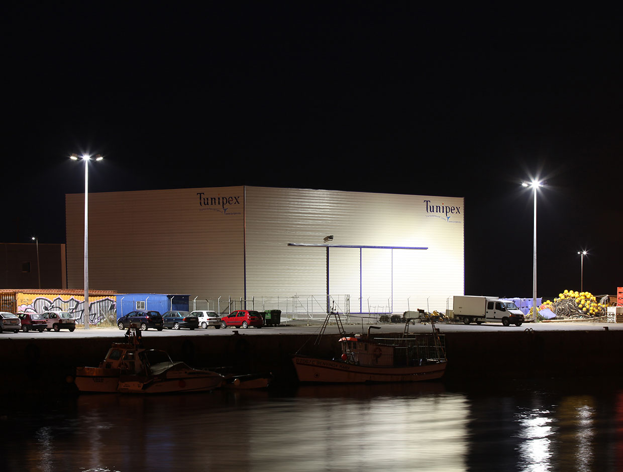 Schréder has a large range of sustainable lighting solutions for large areas like this port in Algarve that offer a good return on investment