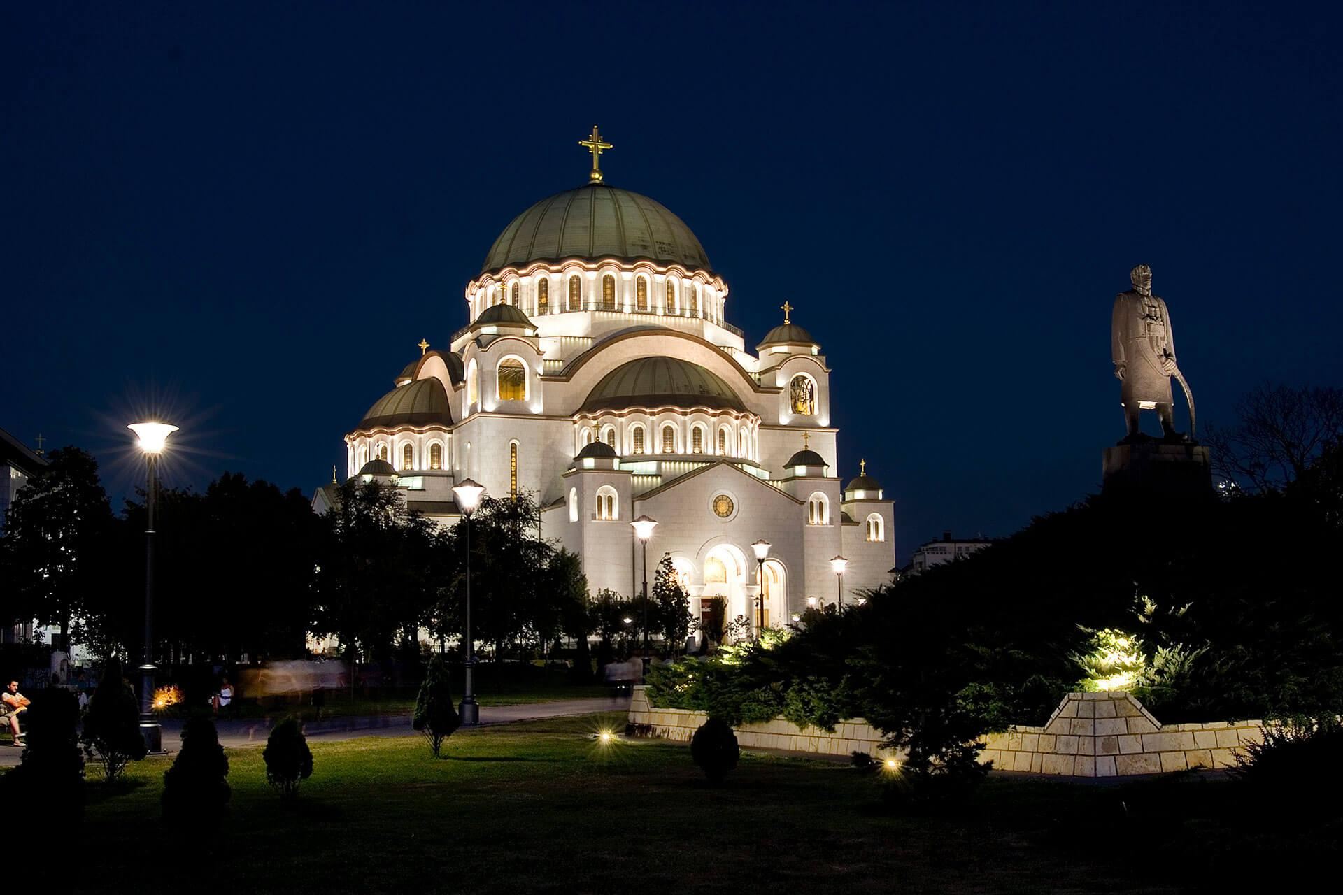 Schréder floodlights enhance the majestic Saint Sava Cathedral by night